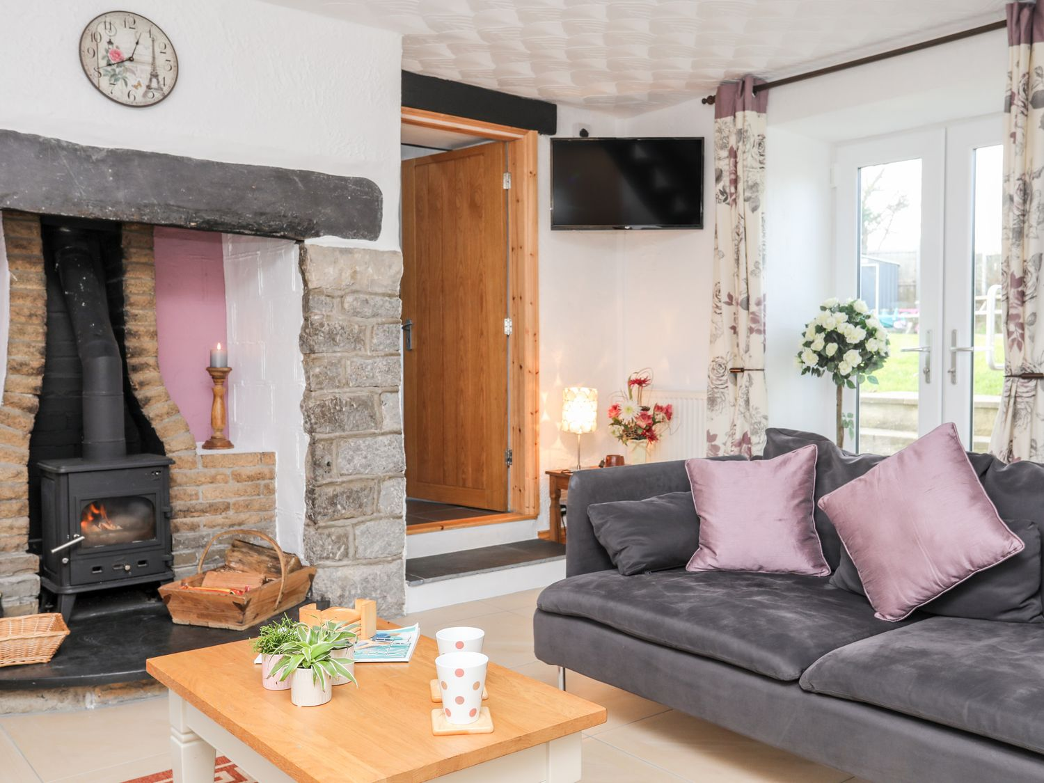 Hen Siop Y Rhos | Moelfre | Menai Holiday Cottages