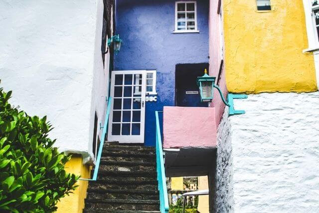 colourful buildings in portmeirion village