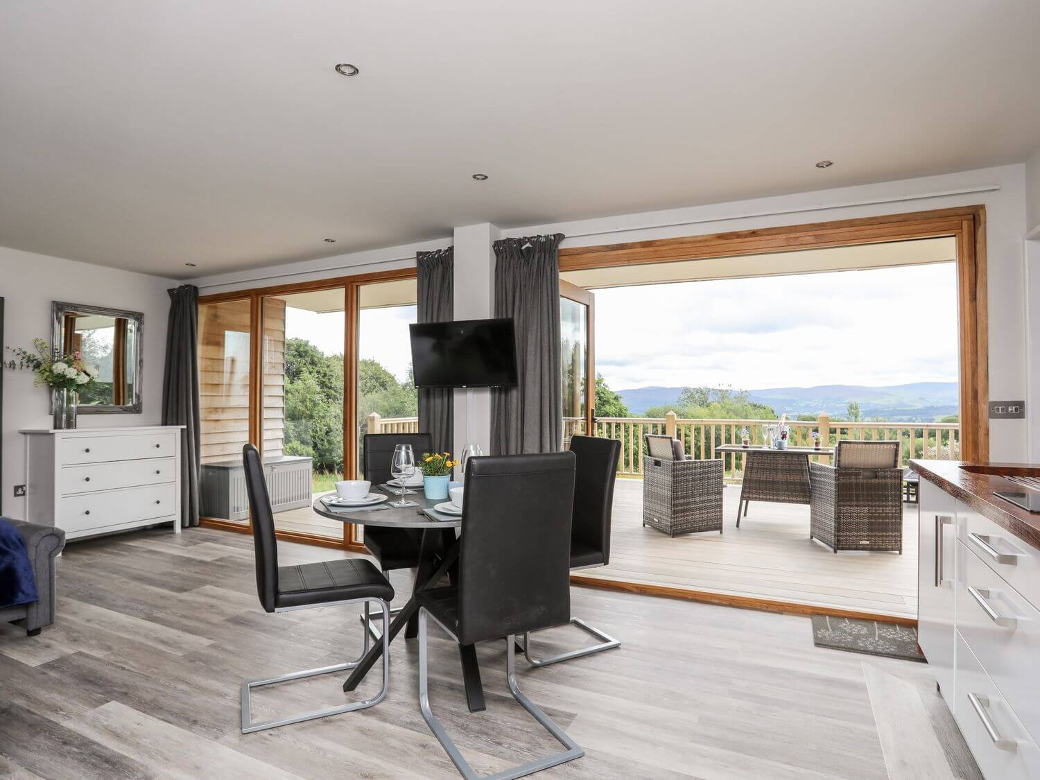 Meadow Lodge   North Wales   Menai Holiday Cottages