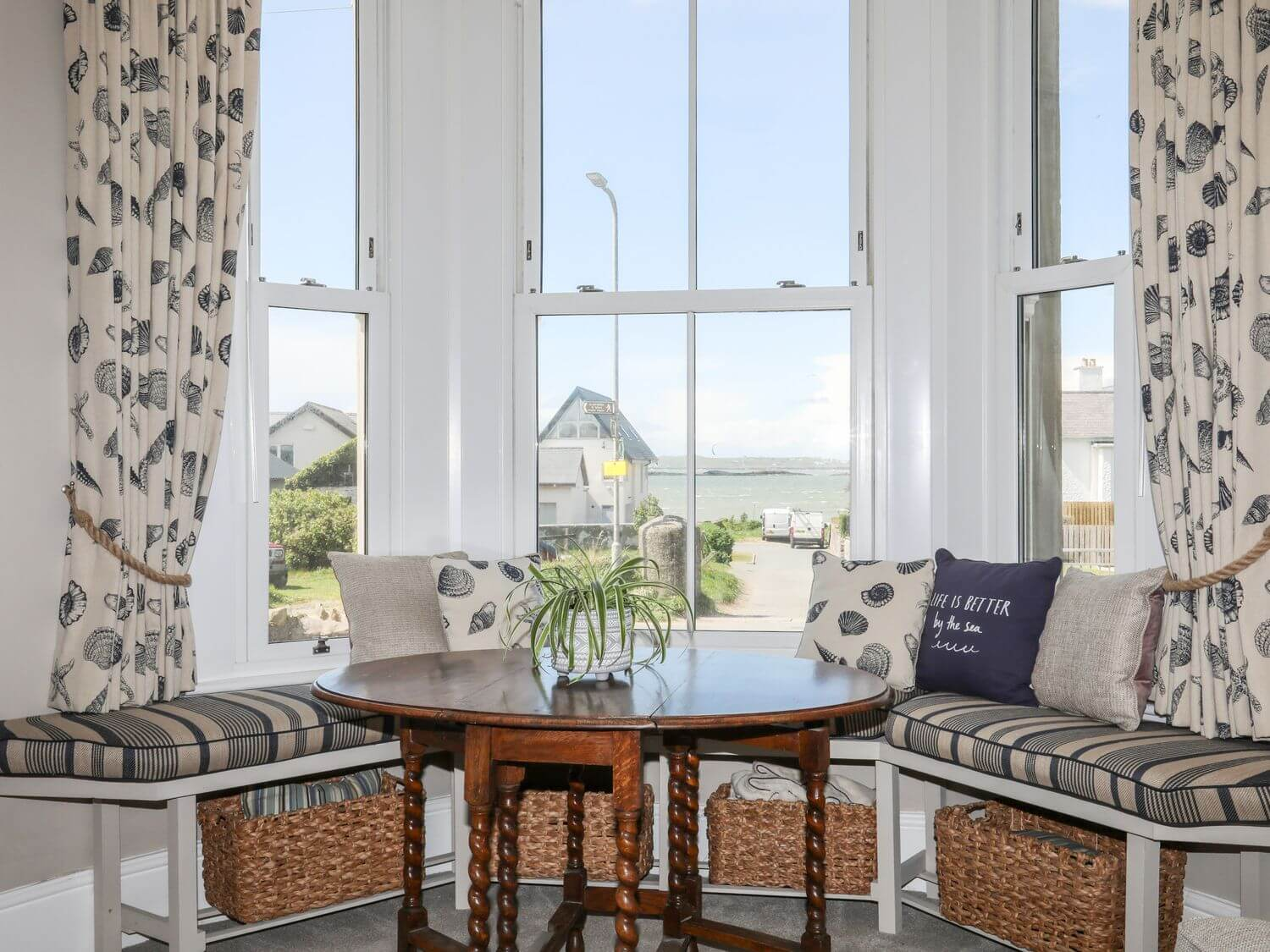 Ground Floor Flat at Wylfa Holiday Apartment in Rhosneigr, Anglesey