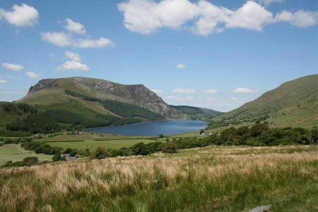 Llyn Cwellyn surrounded by green fields and countryside